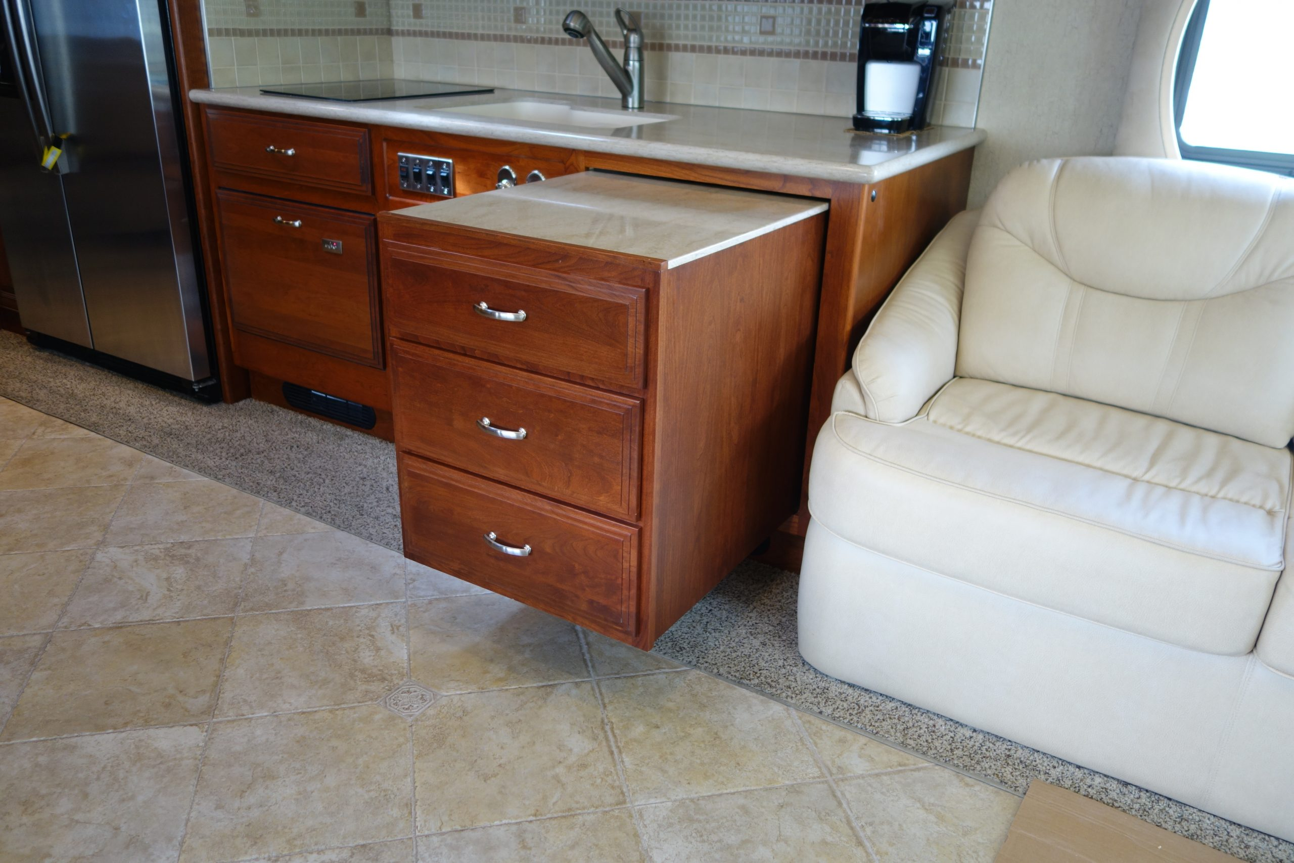 Pullout kitchen drawers
